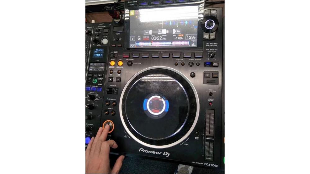 Pioneer CDJ-3000 DJ Multi Player =1400 EUR , Pioneer CDJ-2000NXS2 Multi Player =1000 EUR