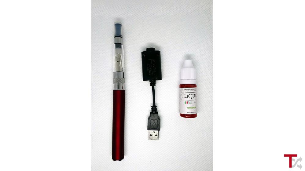 Kit cigarro electrónico eGo Vermelho + líquido + cabo usb