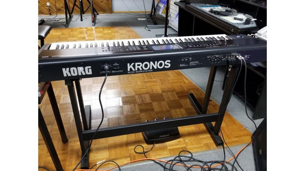 venda:Korg kronos 2 ,montage 8, Line 6 Helix,BOSS GT-1000 whatsapp: +14197776480